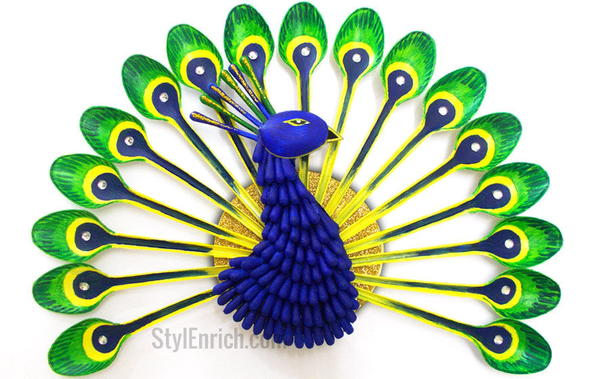 How to Make a Peacock from Plastic Spoons