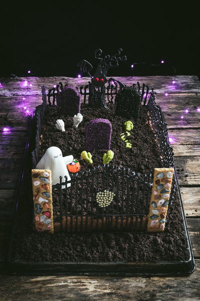 Ghost in the Graveyard Halloween Cake