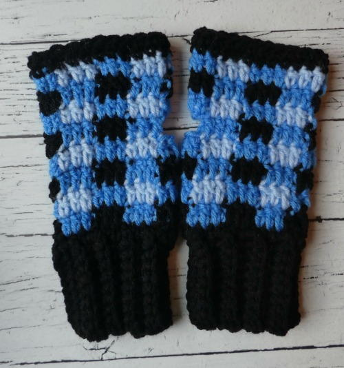 Plaid Fingerless Mittens Crochet Pattern