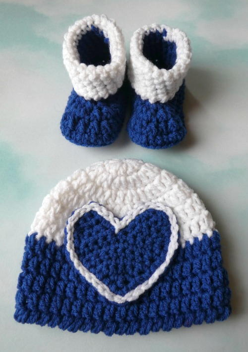 Darla Heart Hat & Bootie Set