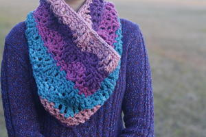 Chunky Cluster Lace Cowl