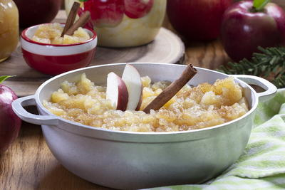 Cinnamon-Kissed Chunky Applesauce