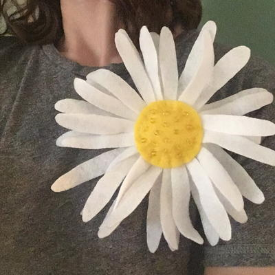 Big Daisy Fabric Flower Pin Tutorial