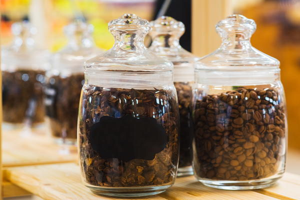 Storing coffee beans in a jar
