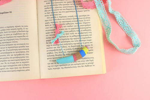 DIY Painted Driftwood Necklace