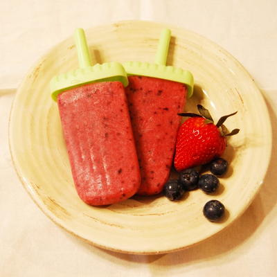 Healthy Homemade Strawberry Apple Ice Pops