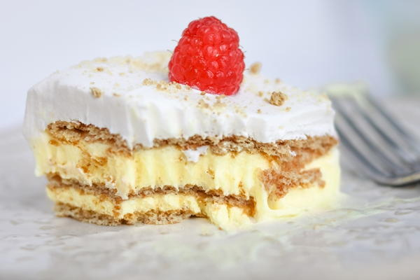 Easy No-Bake Lemon Icebox Cake