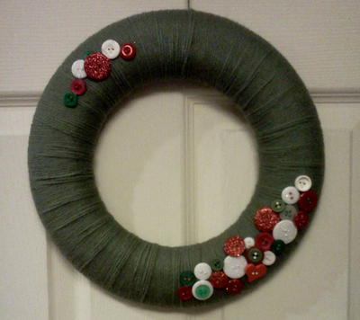 Easy Yarn and Button Wreath