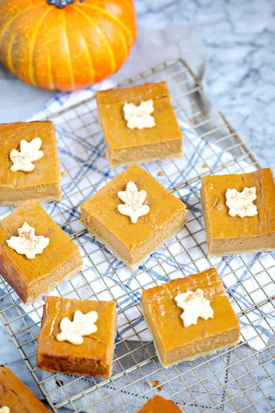 Pumpkin Pie Shortbread Bars