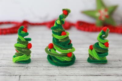 Kid-Friendly Pipe Cleaner Christmas Trees Craft