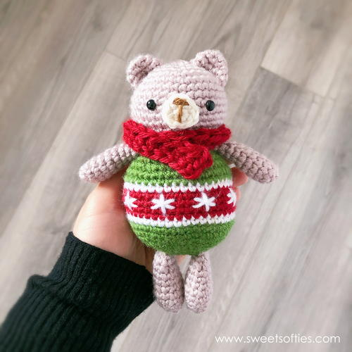 Christmas Bear - Tiny cute crochet bear - Micro Amigurumi Crochet ... | 500x500