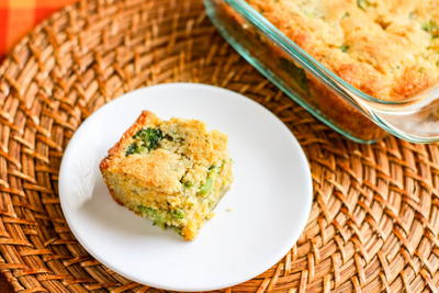 LOW-CARB BROCCOLI CHEDDAR CORNBREAD