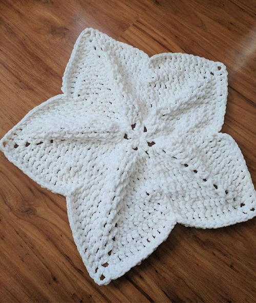 One Skein Crochet North Star Baby Lovey Blanket Pattern