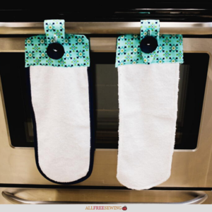Hanging Kitchen Towels With Button (Pattern)