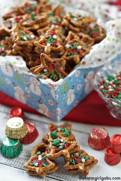 Christmas Pretzel Candy Sandwiches – Two Ways!