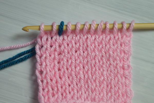 Image shows the first step for changing color in the return pass in Tunisian crochet.