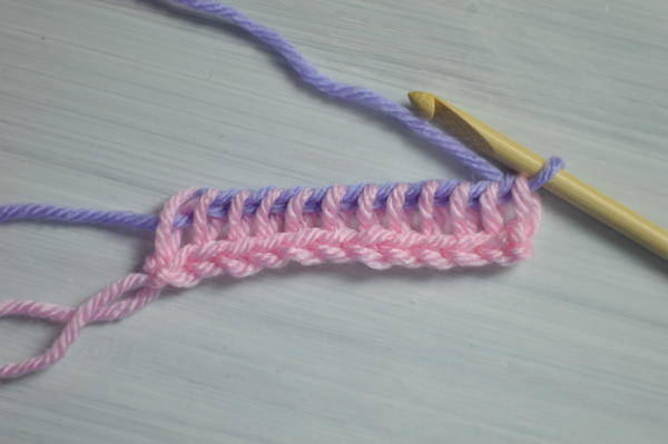 Image shows the fifth step in changing color at the beginning of the return pass in Tunisian crochet.