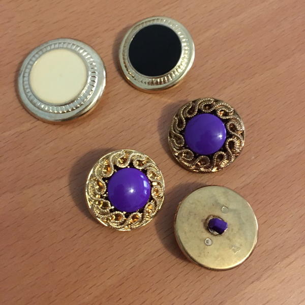 Types of coat buttons.