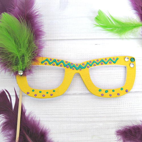 Super Easy Mardi Gras Mask