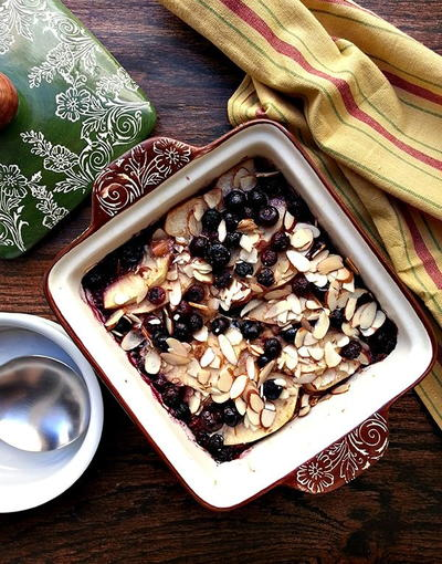 Chai Baked Oatmeal With Blueberries