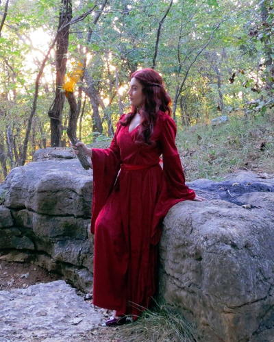 Lady Melisandre-Inspired Cosplay