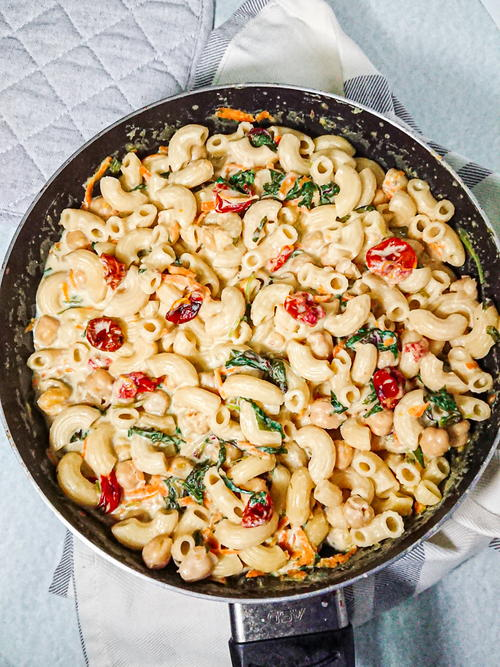 Creamy Pasta With Spinach And Chickpeas