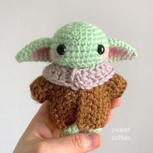 FREE AMIGURUMI PATTERN: Star Wars Yoda | Star wars crochet ... | 500x500