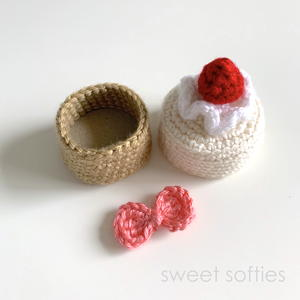 Strawberry Cake Container Gift Box