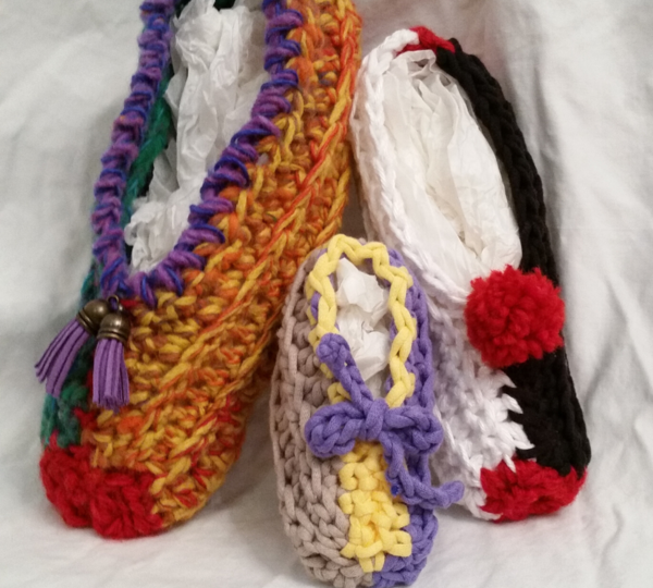Image shows the quick crochet slippers in various sizes and colors.