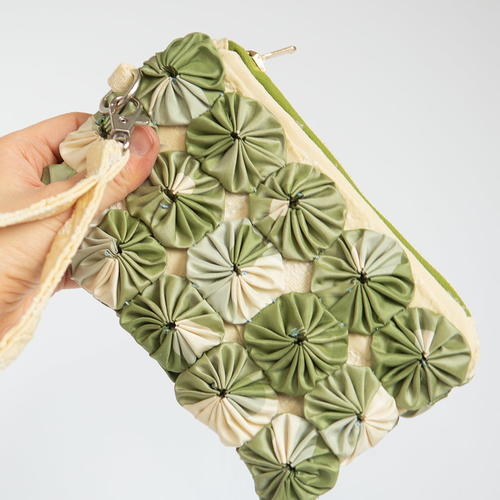 How To Make A Diy Wristlet With Fabric Scraps