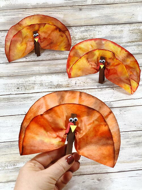 Cute Coffee Filter Turkeys Thanksgiving Craft For Kids