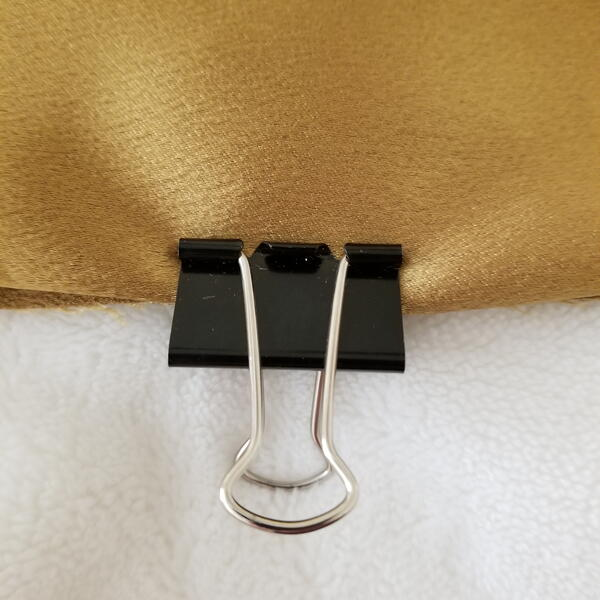 Binder clip holding slippery fabric