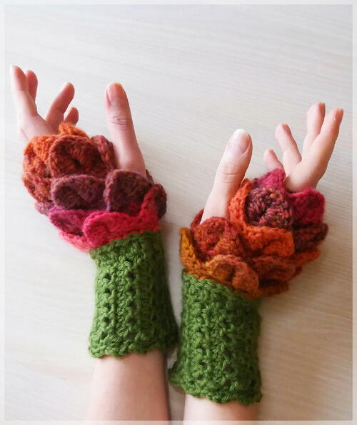 Flower Fingerless Mittens Crochet Pattern