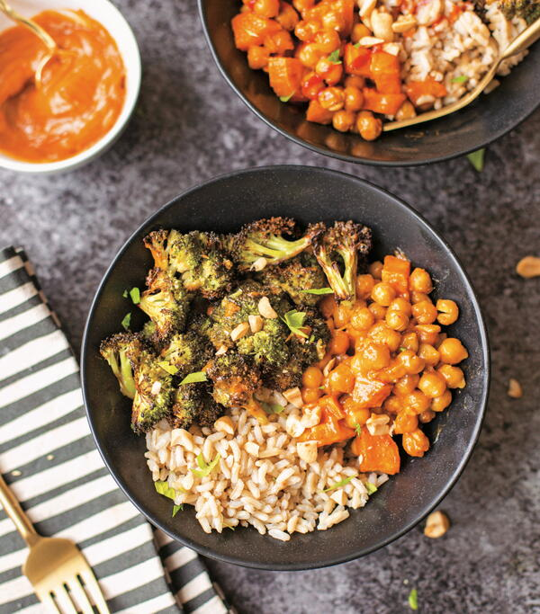 Crunchy Roasted Chickpeas and Veggies with Peanut Sauce