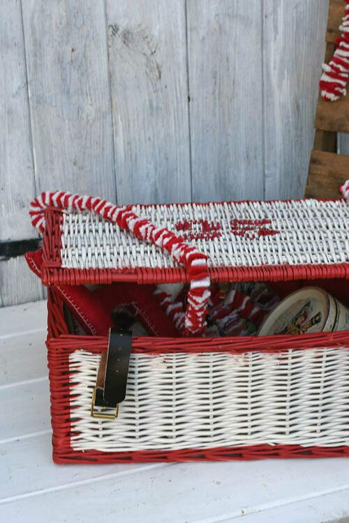 Upcycle A Wicker Basket For Christmas