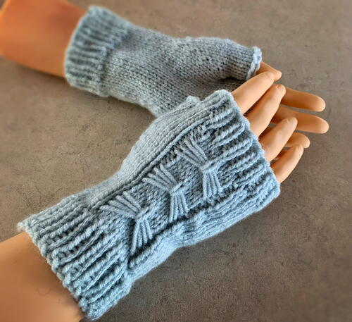 How To Knit Fingerless Arm Warmers Or Mitts – With Bows!
