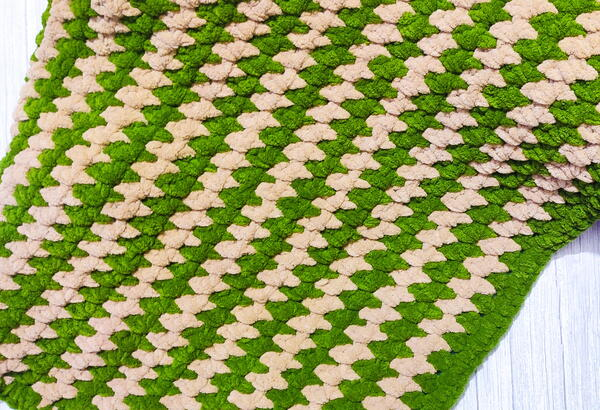 Snuggly Crochet Baby Blanket With Moss Stitch
