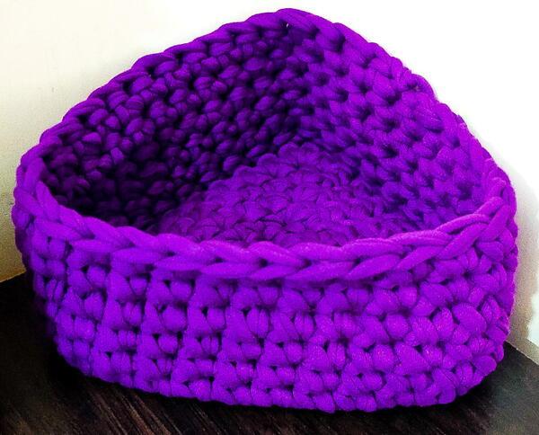 Crochet Triangle Corner Basket