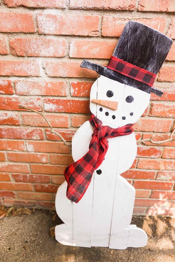 Easy Outdoor Snowman Decor